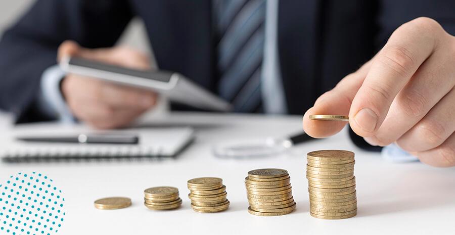 imagem de um homem contando moedas